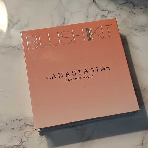 Anastasia Beverly Hills Other - Anastasia Beverly Hills blush palette